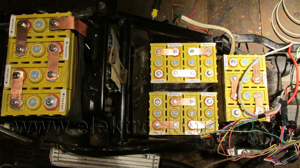 Umístění akumulátoru LiFePO4  4 x 12V kusů.