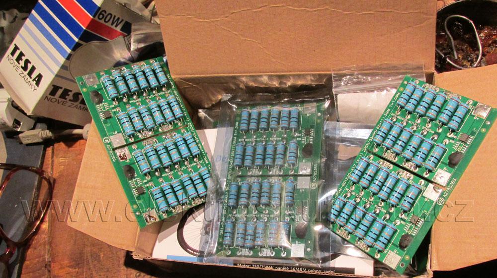 Elektroskútr IO1500GT - zásilka balancerů - zatím tento rok nenamontována.