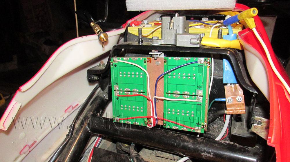 Elektroskútr IO1500GT - finální instalace balancerů.