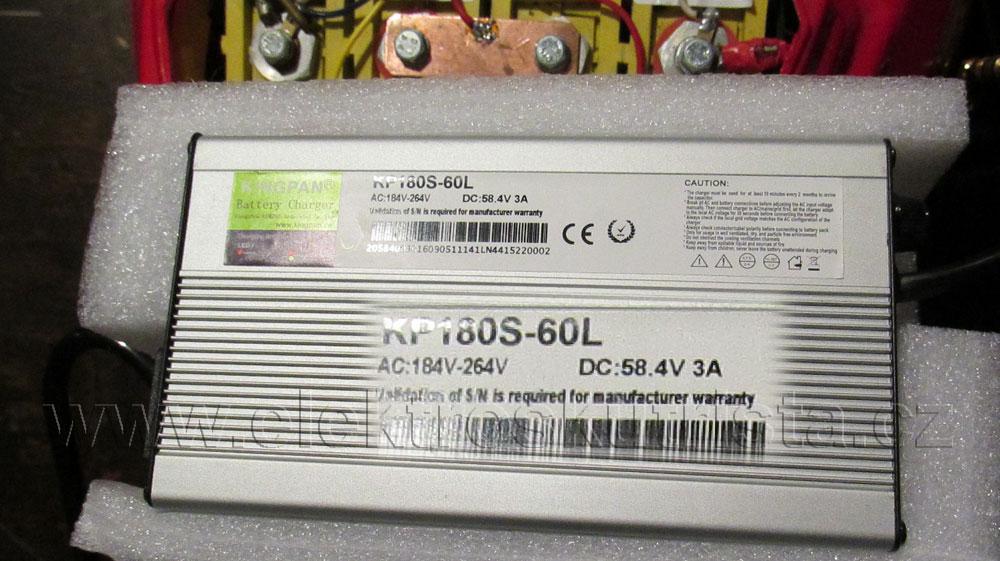 Elektroskútr IO1500GT - nabíječka LiFePO4 článků.