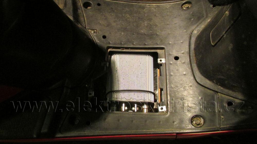 Finální uložení řídící jednotky - Elektroskútr  IO1500GT.