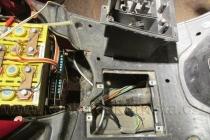 ElektroskútrIO1500GT-nová-řídící-jednotka-příprava-prostoru-pro-jednotku-04