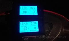 Obr. 4.  Palubní deska po vynulování před jízdou. Měření rekuperace elektroskútru.
