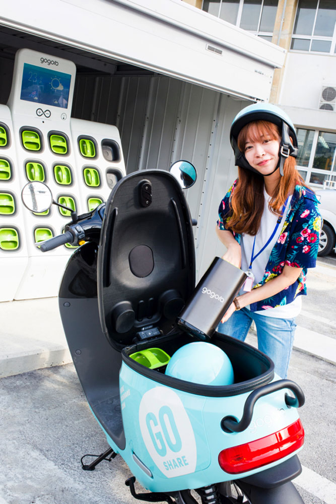 Gogoro - electric scooter - výměna akumulátoru  - elektroskútry