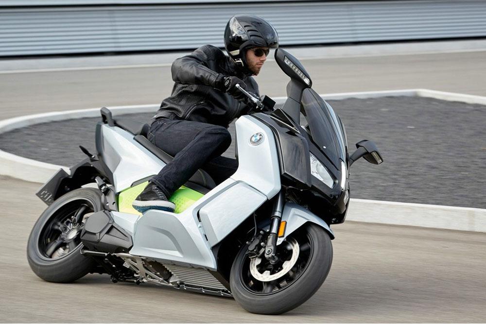 Elektroskútr  BMW C evolution - výkon 11 kW