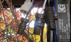 Obr. 3. Výstupní konektory ŠR U nabíječek. Zleva konektor ŠR  9A / balanční nabíječka 1A / originální nabíječka LiFePO 3A.