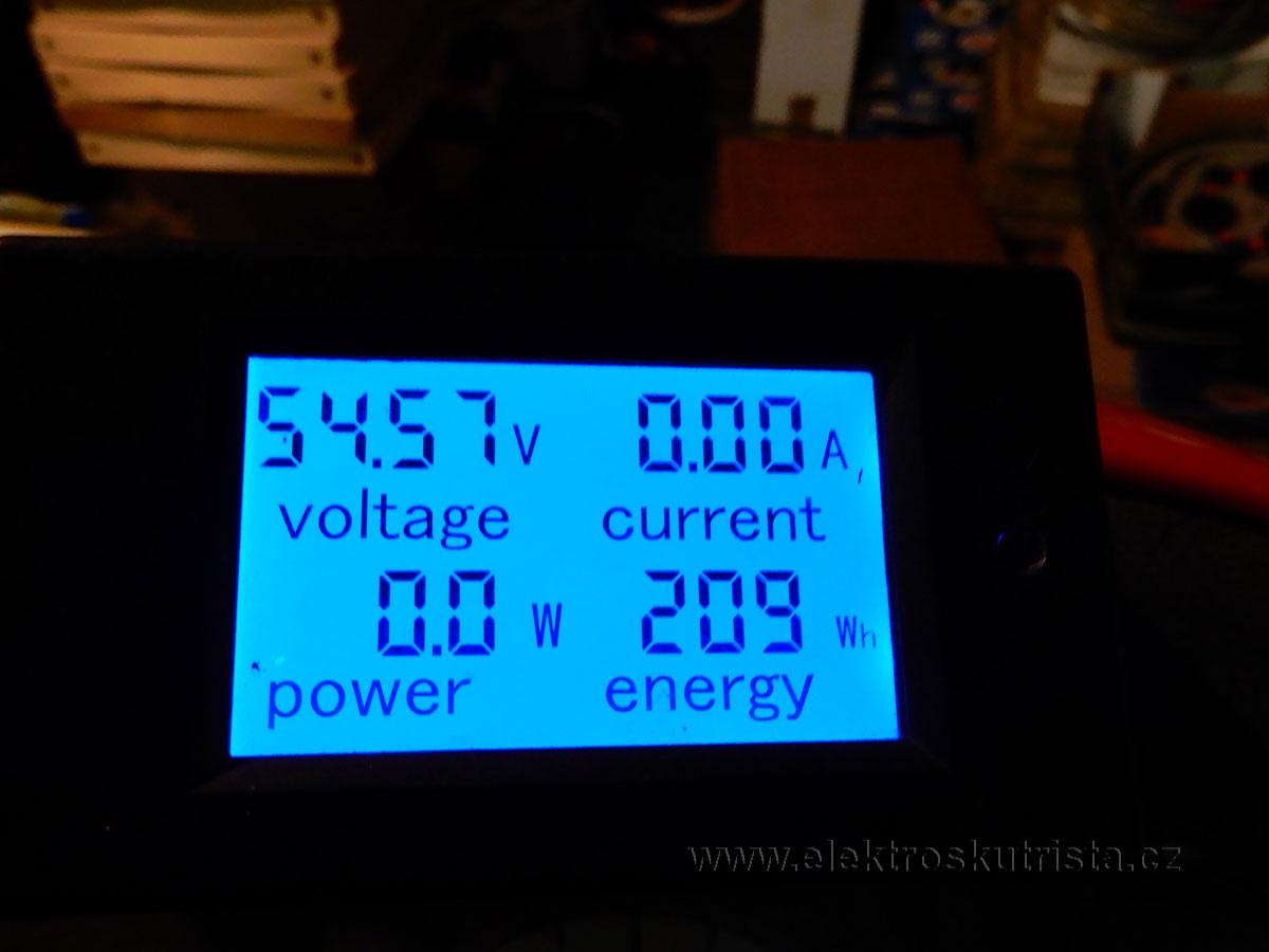 prvni-jizda-elektroskutru-2019-stav-akumulatoru-po-nabijeni
