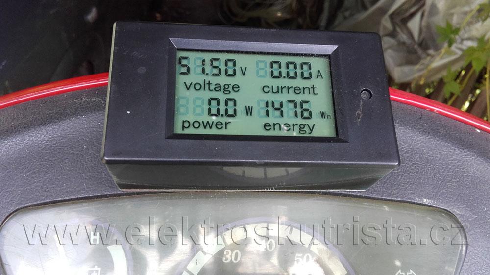 Hodnota wattmetru elektroskútru po dojetí trasy 47,37 km.