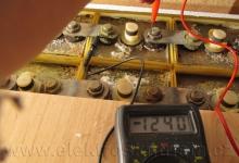 Obr. 5. Měření napětí jednoho ze zatížených článků NiCd akumulátoru během kapacitní zkoušky.