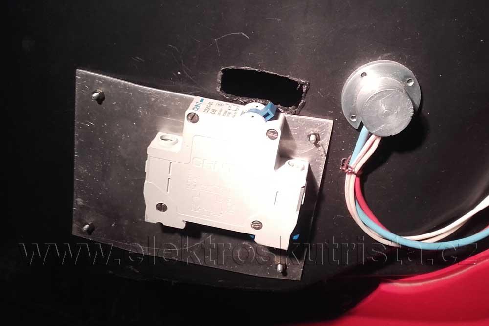 Nové inovativní zapojení hlavního jističe elektroskútru.